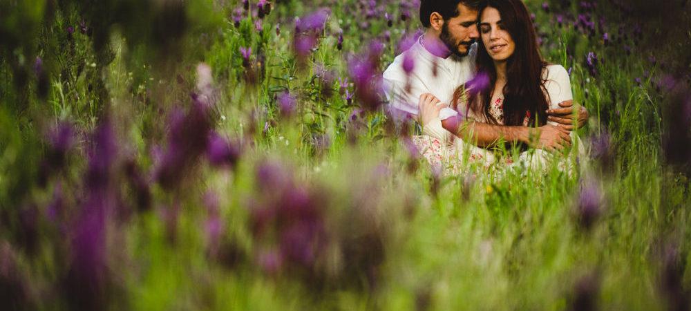Fotografía de boda en Sevilla. Preboda Bea y Chete en el campo.