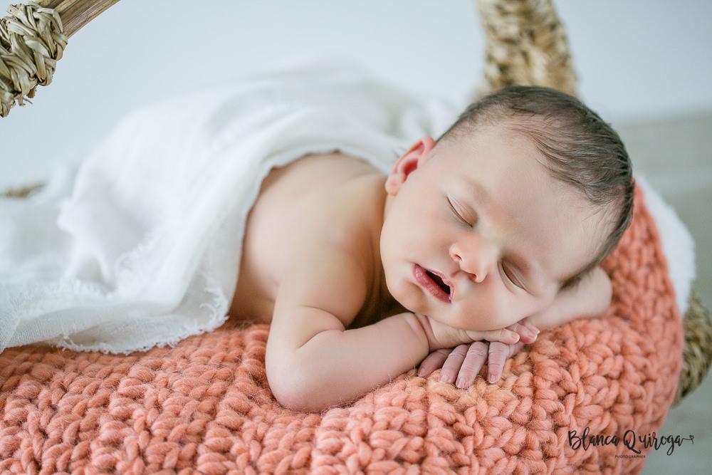 Blanca Quiroga. Fotografía de recién nacido en Sevilla. New born Alba.