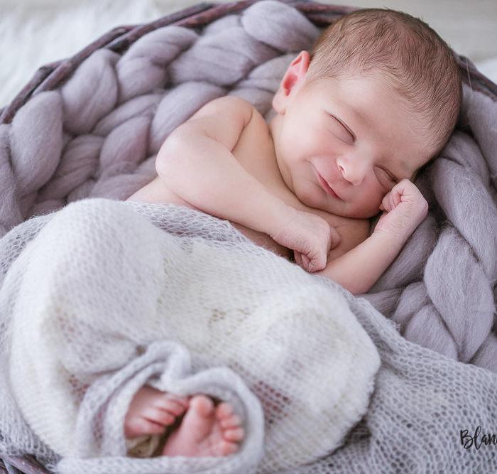 Fotografía de recién nacido en Sevilla. Newborn Javier (10 días).