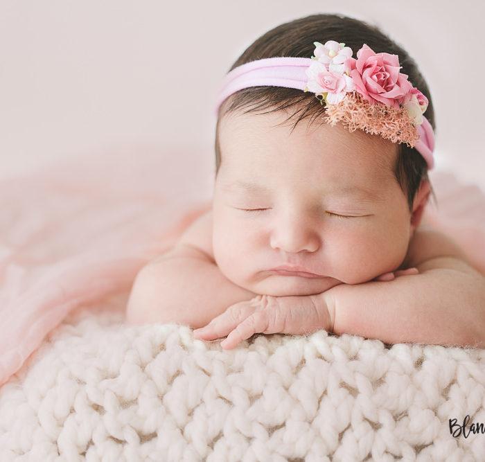 Fotografía recién nacido en Sevilla. Newborn Alma 8 días.