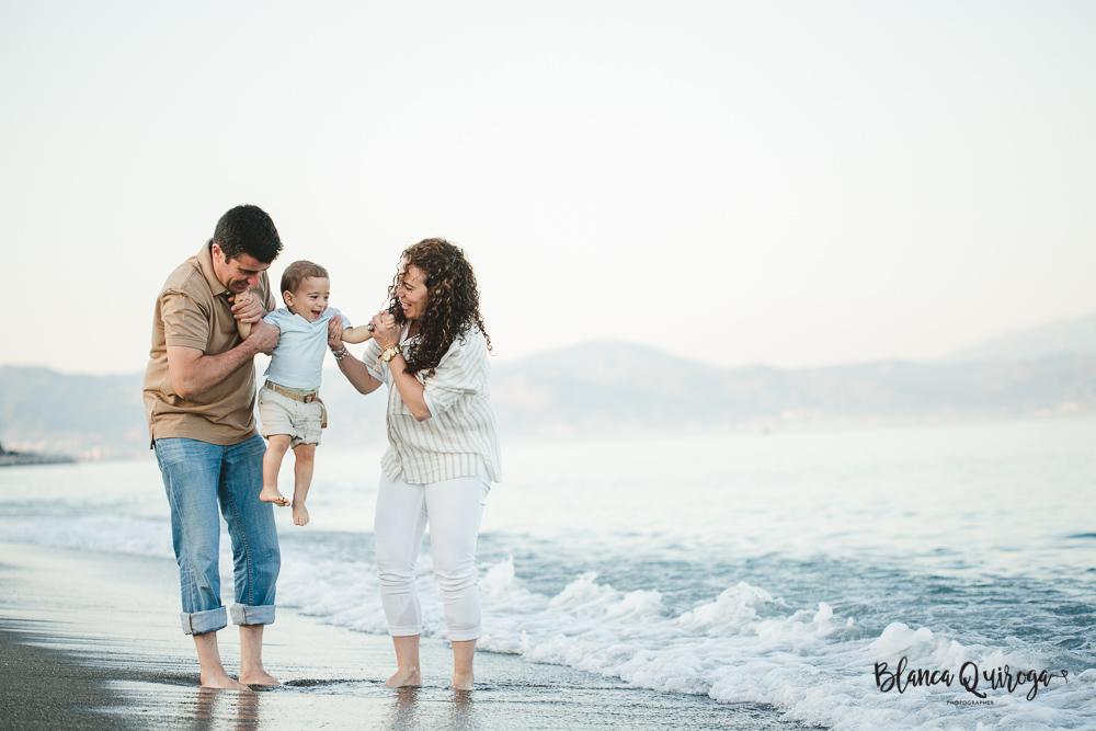 Blanca Quiroga. Fotografo familia, niños, bebes sevilla en la playa.Blanca Quiroga. Fotografo familia, niños, bebes sevilla en la playa.