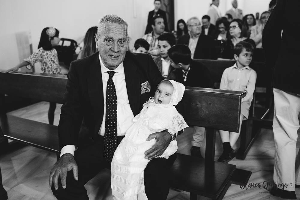 Blanca Quiroga. Fotografo bautizo en Sevilla.