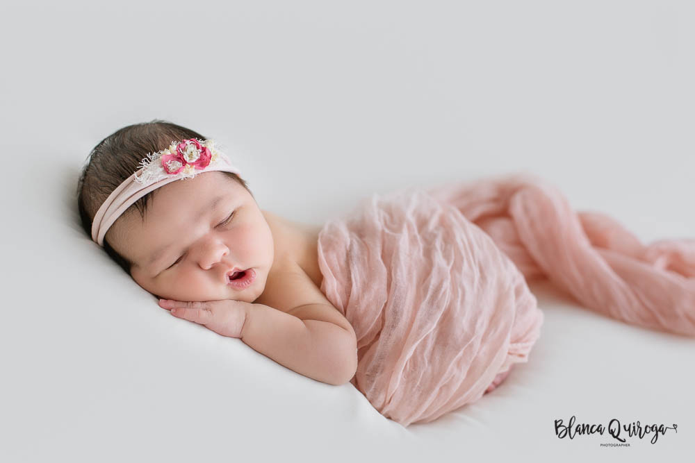 Blanca Quiroga fotografo. Fotografia recien nacido, newborn, bebe en Sevilla