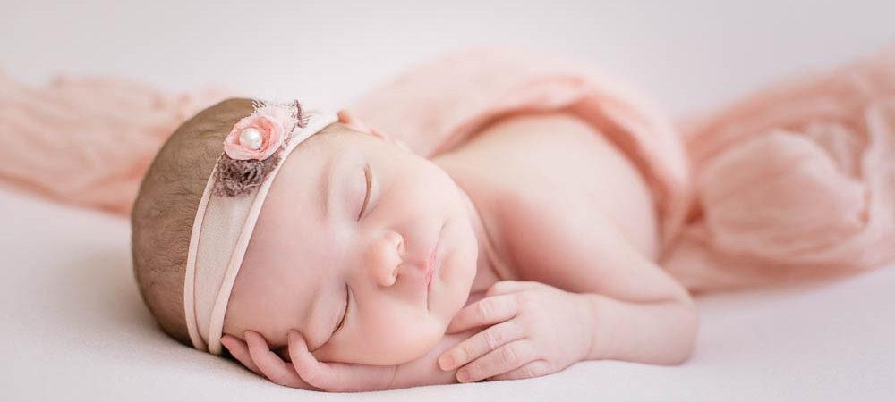 Fotografía de recién nacido en Sevilla. Newborn bebé de 12 días.