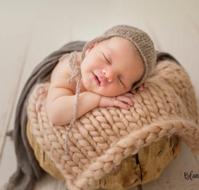 Fotografía de recien nacido en Sevilla. Newborn bebe de 7 días.