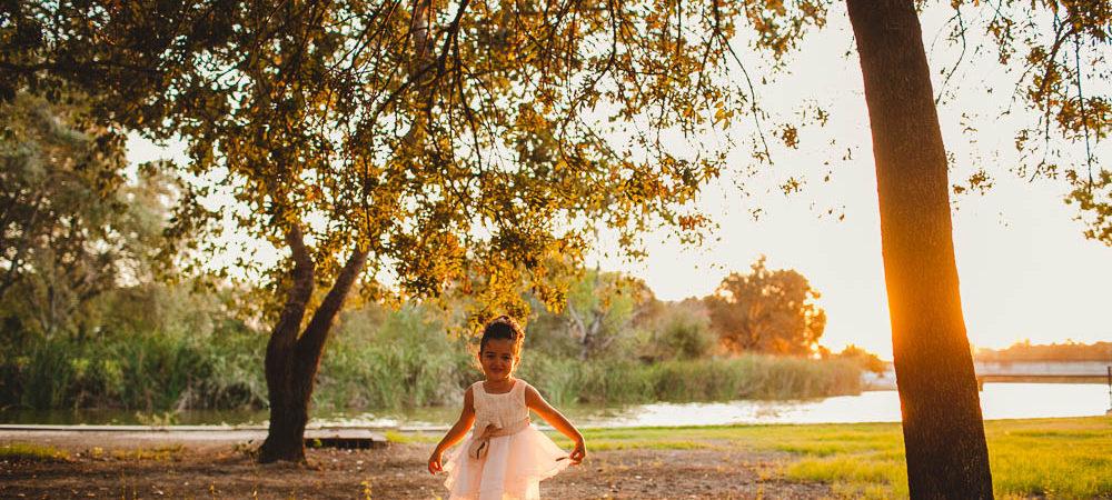 Fotografía infantil en Sevilla. Lola en el parque.