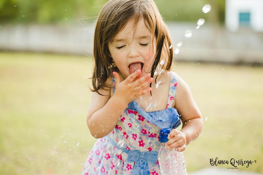 Blanca Quiroga. Fotografo familia, niños, bebes en Sevilla. Fotografia en el parque Sevilla.