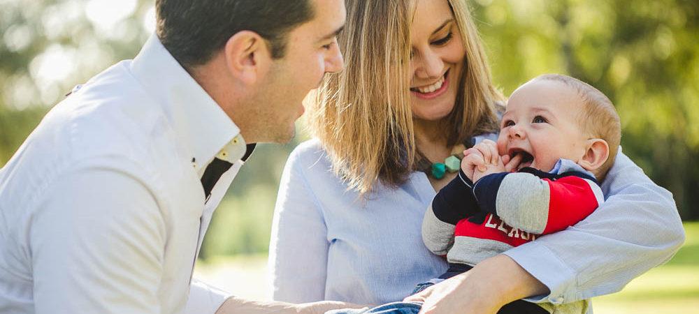 Fotografía infantil en el parque del Alamillo, Sevilla. Bebé de 6 meses.