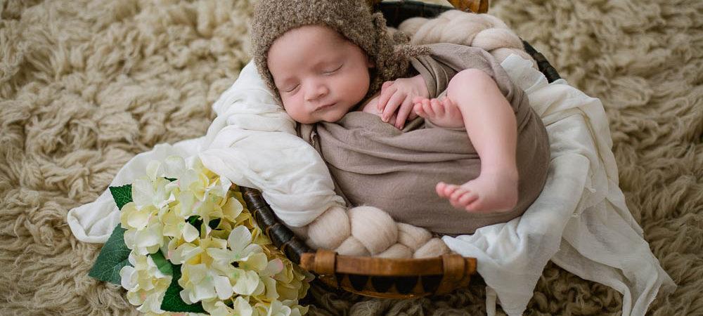 Fotografía de recién nacido en Sevilla. Newborn bebé de 10 días.
