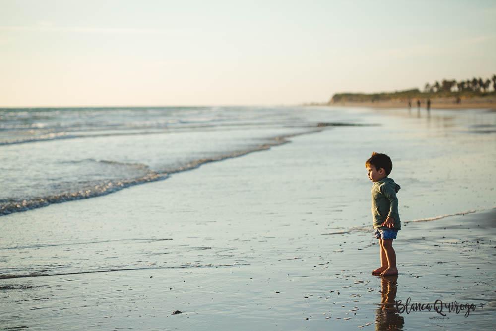 Blanca Quiroga- Fotografo infantil, niños, familias en la playa. Sevilla