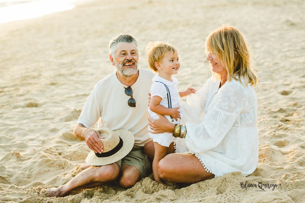 Blanca Quiroga. Fotografo familia, niños en la playa. mazagón