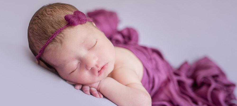Fotografía recién nacido Sevilla. Newborn bebe 8 días.