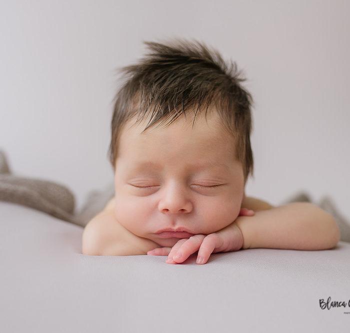 Fotografía de newborn en Sevilla. Bebé de 13 días.