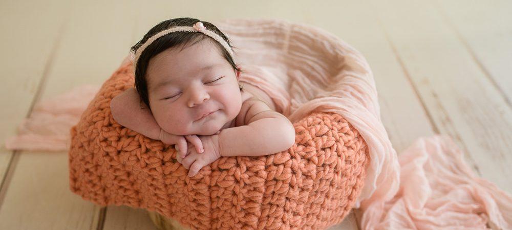 Fotografía de recién nacido en Sevilla. Bebé de 7 días.