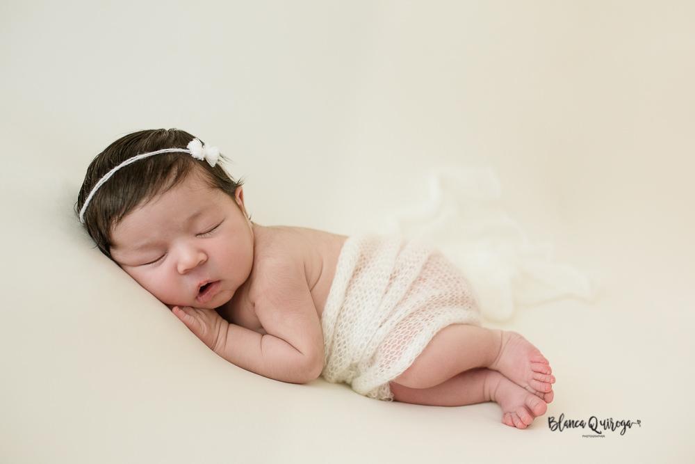 Blanca Quiroga Fotografo regine nacido, bebe y newborn en Sevilla