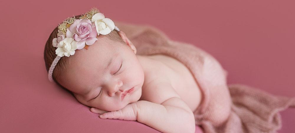 Fotografía de recién nacido en Sevilla. Newborn bebé de 7 días.