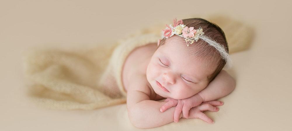Fotografía de recién nacido en Sevilla. Newborn bebé de 9 días.