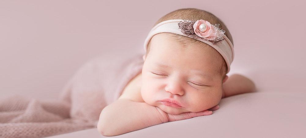 Fotografía de recién nacido en Sevilla. Newborn bebé de 6 días.