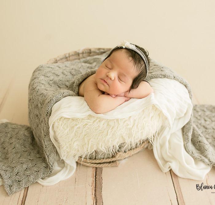 Fotografía de recién nacido en Sevilla. Newborn bebe de 5 días.