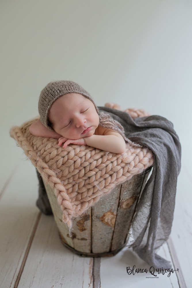 Blanca Quiroga. Fotografia bebe, Newborn, recién nacido en Sevilla