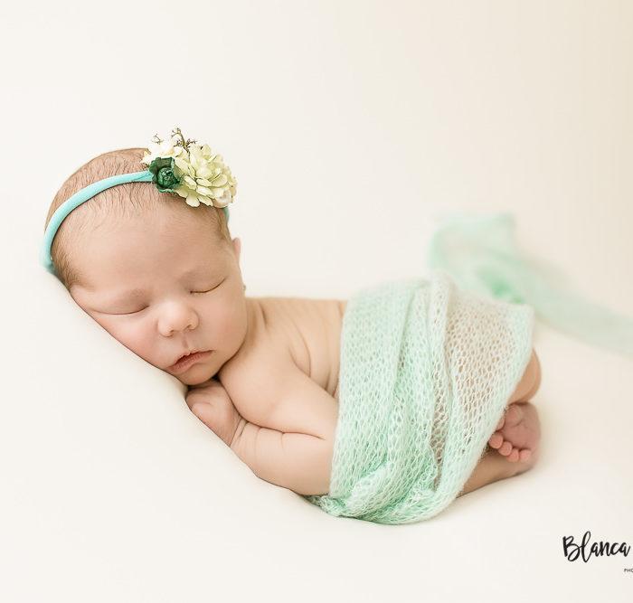Fotografía de recién nacido en Sevilla. Newborn bebé 10 días.