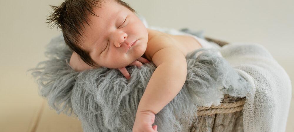 Fotografía newborn en Sevilla. Bebé con 7 días.